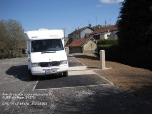 CAMPING-CARS - Aire de services dans ACTUALITES Duval-camping-cars-300x225